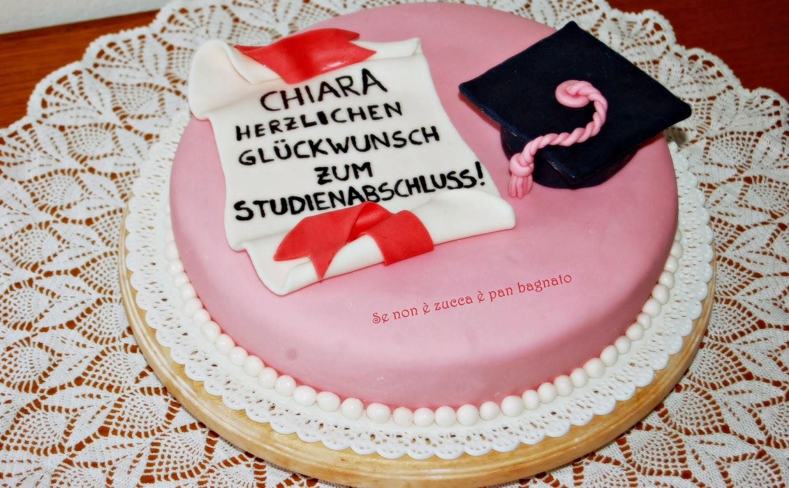 torta di laurea decorata con mmf