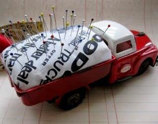http://manualidadescon.com/11944/costurero-y-alfilero-con-camion-de-juguete-reciclado