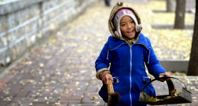 Gadis Cilik ini Walau Tidak Memiliki Nasib yang Baik, Ia Tetap Tersenyum