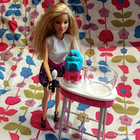 Barbie colour me cute vanity stand