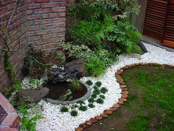 Dolce hogar troncos de arbol for Jardines con madera y piedra
