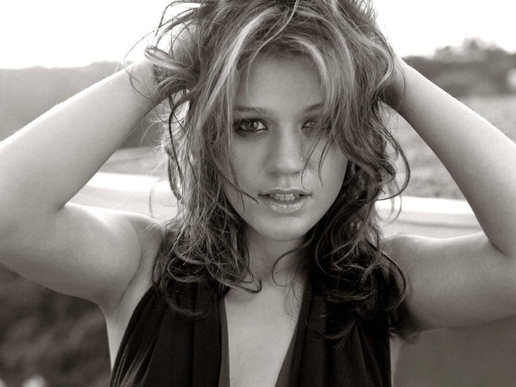 http://2.bp.blogspot.com/-gBhnErEDPPk/T8c8DA2Uy5I/AAAAAAAAAKc/zMZIodPwcL4/s1600/Kelly-Clarkson-Dark+Side.JPG