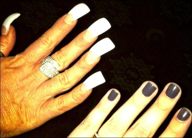 Theresa Caputo's Nails
