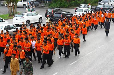 Kontingen Kolej Vokasional Sibu semasa perarakan Maulidur Rasul peringkat Sibu Sarawak