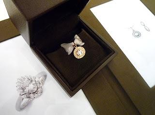 銀座オーダージュエリーサロンにてリメイクしたペンダントトップのデザイン画を頂く。