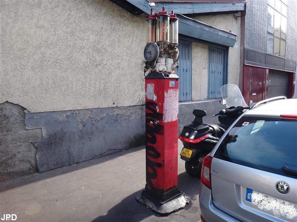 Paris-bise-art : Vieille pompe à essence