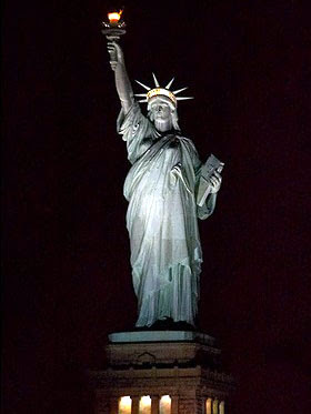Statue Of Liberty At Night Time World Visits: Statue o...