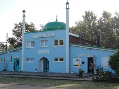 osnabruck muslim While germany's politicians are loudly debating whether islam is compatible with democracy, five of its state universities are quietly developing pioneering new islamic theology faculties to try to ensure that it is the five universities -- in muenster, osnabrueck, frankfurt, tubingen and erlangen.