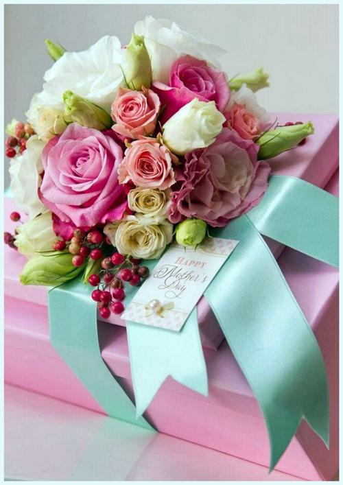 Фото с цветами и подарками