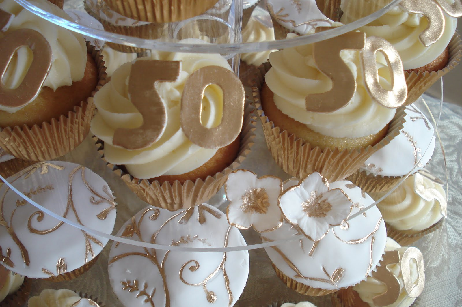 Wonderful World of Cupcakes: Cupcakes for a 50th Wedding Anniversary