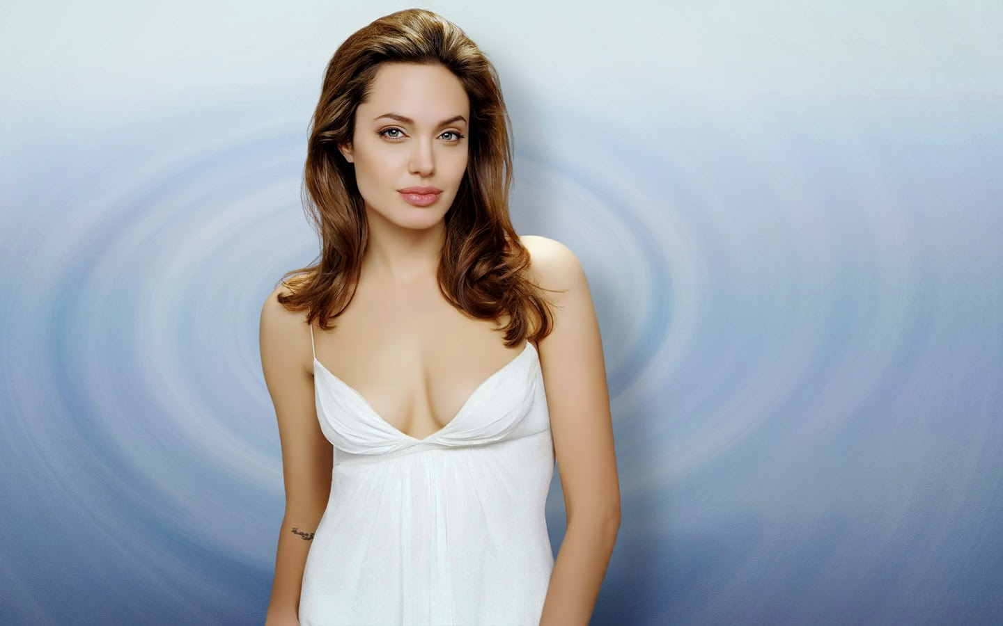 ANGELINA JOLIE_WALLSTOWN_IN_HOLLYWOOD ACTRESS_HOLLYWOOD CELEBRITIES