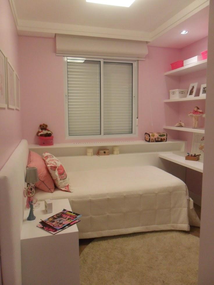 quarto rosa com moveis brancos