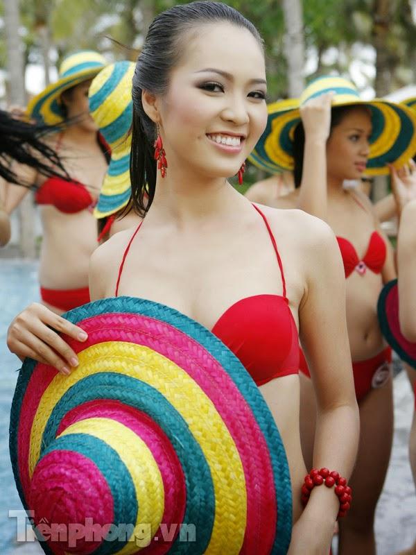 Hoa Hậu Việt Nam mặc bikini tỏa sắc bên bể bơi 19