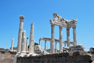 Restos de la Acropolis de pergamo. Urbanismo griego. Desarrollo de la ciudad en la grecia clasica. Hipodamo de Mileto y el urbanismo griego. Grecia y su sabiduria