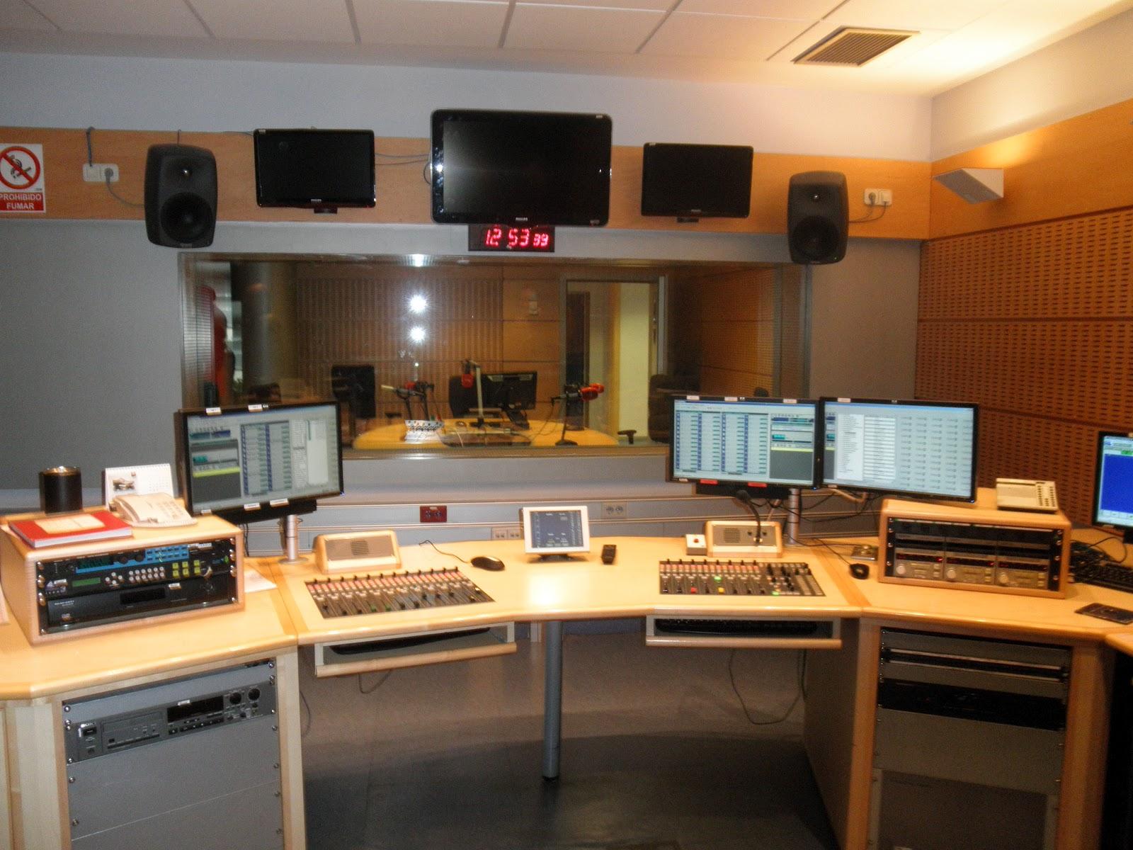 75º ANIVERSARIO DE RADIO NACIONAL DE ESPAÑA   AYER Y HOY. Crónica de ...