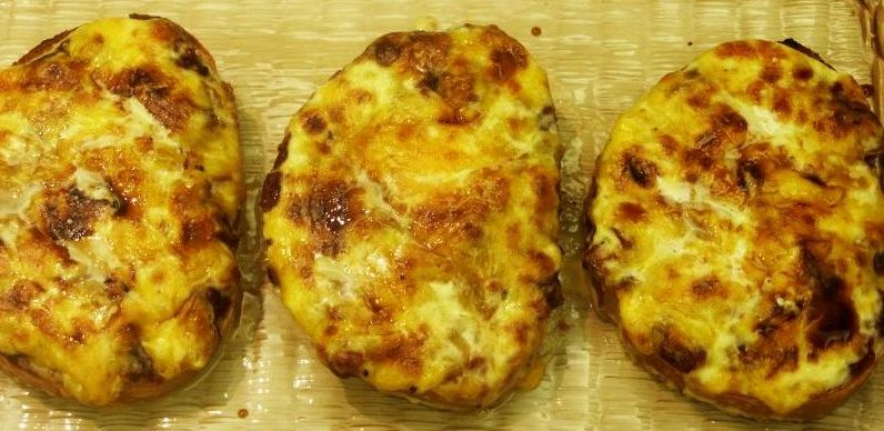 Moveable feasts jamie olivers welch rarebit with chili pepper chutney 3 forumfinder Image collections