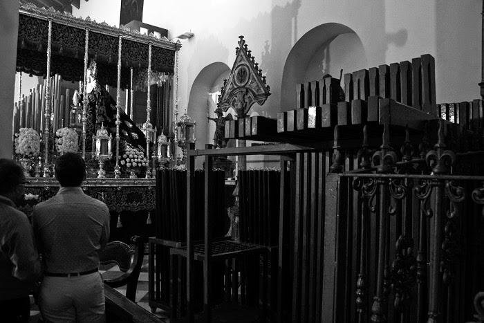 Las cruces esperan la penitencia, María Santísima de los Dolores intercede por nosotros