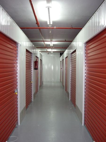 Changement de box de stockage en self stockage for Garde meuble box yverdon