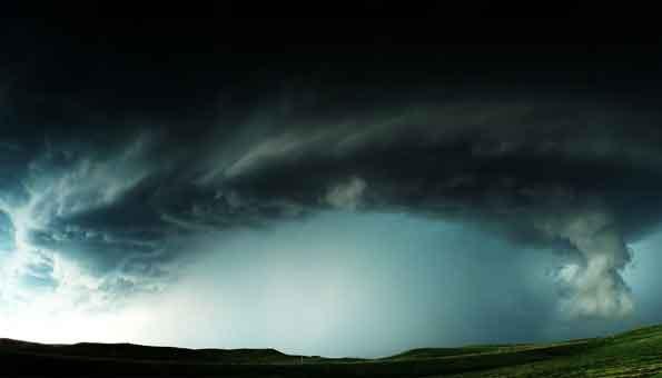 angin tornado, puisi angin