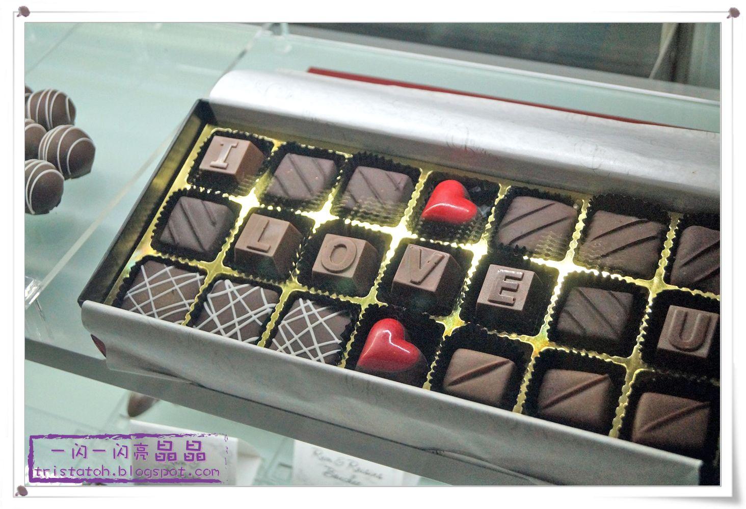 ... 柜台玻璃橱里那一排排的精致巧克力吸引了我的目光