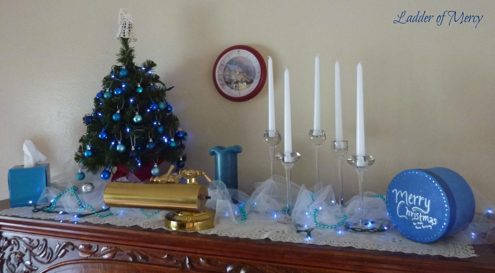 Christmas On The Piano, Light