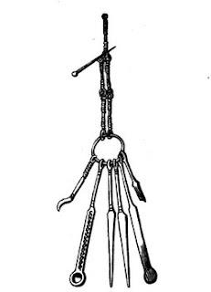 Tumba de Sibertswolld. Kent. Gran Bretaña. Siglos  IV o V. Mondadientes y lanceta para el oido, entre otros. Lacasamundo.com