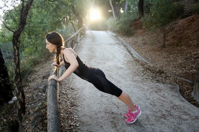http://crisisbeauty.blogspot.com.es/2014/07/gym-wear-marie-claire-benefit.html