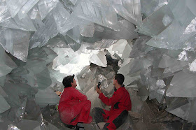 kristal raksasa