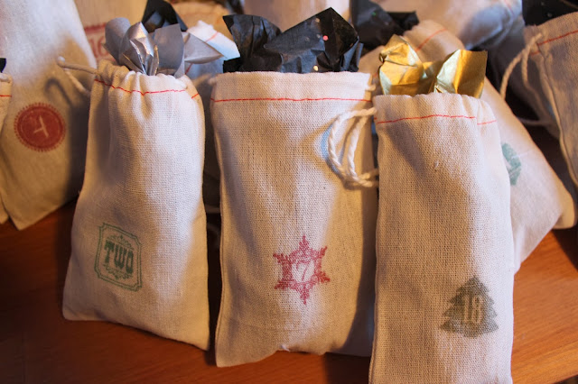Stuff the muslin bags with your advent calendar gifts and you're all set!