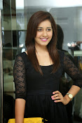 Rashi Kanna latest glam pics-thumbnail-20