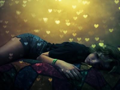 """""""O amor é a muda da estrela mais feliz que a gente traz pra cultivar na Terra.""""      Ana Jácomo"""