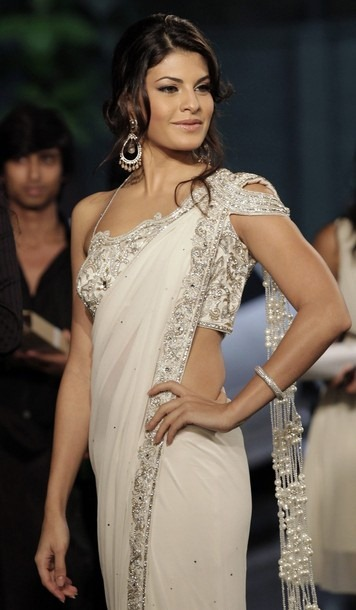 Jacqueline Fernandez looking very hot in saree