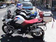 La Adventure y las motos de CHIPS, miren el bolso azul de la del medio lo . img