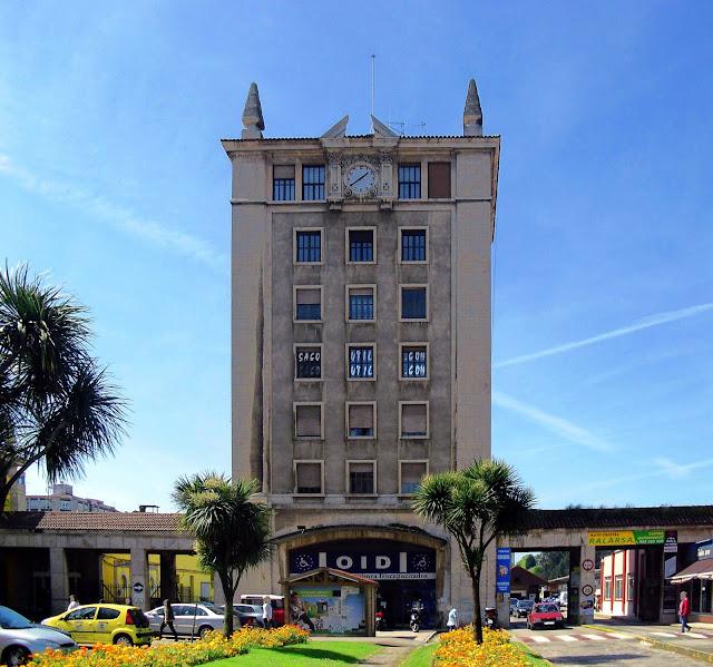 Edificio Torre Central de las Estaciones de Ferrocarril