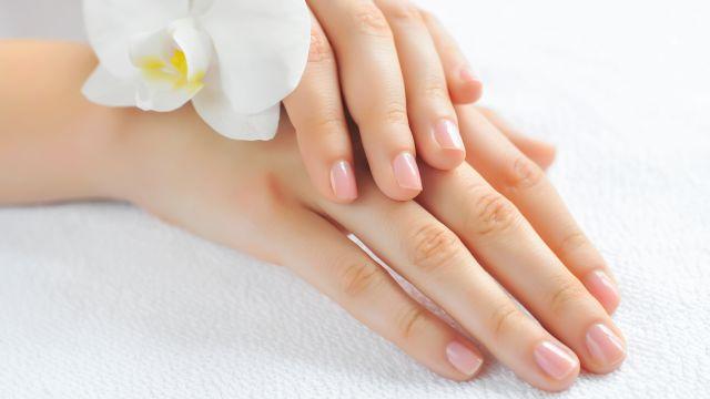 trattamento di bellezza per le unghie, sbiancamento unghie, bicarbonato