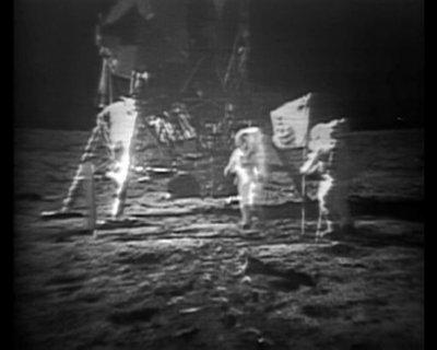 14 Menganalisa Peristiwa Pendaratan Manusia Pertama Kali Di Bulan