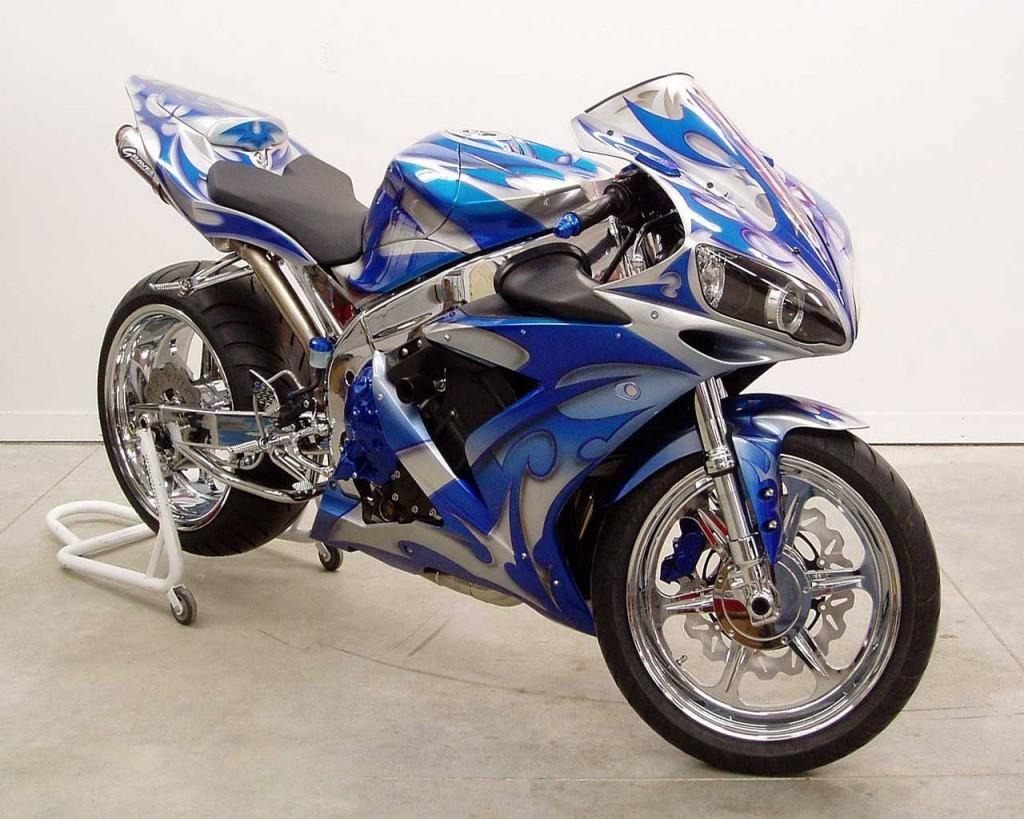 http://2.bp.blogspot.com/-gGg5lIRTJmc/T1tgOGTIEgI/AAAAAAAACkE/w6irtLOGGRg/s1600/blue-shining-bike-wallpaper-1024x819.jpg