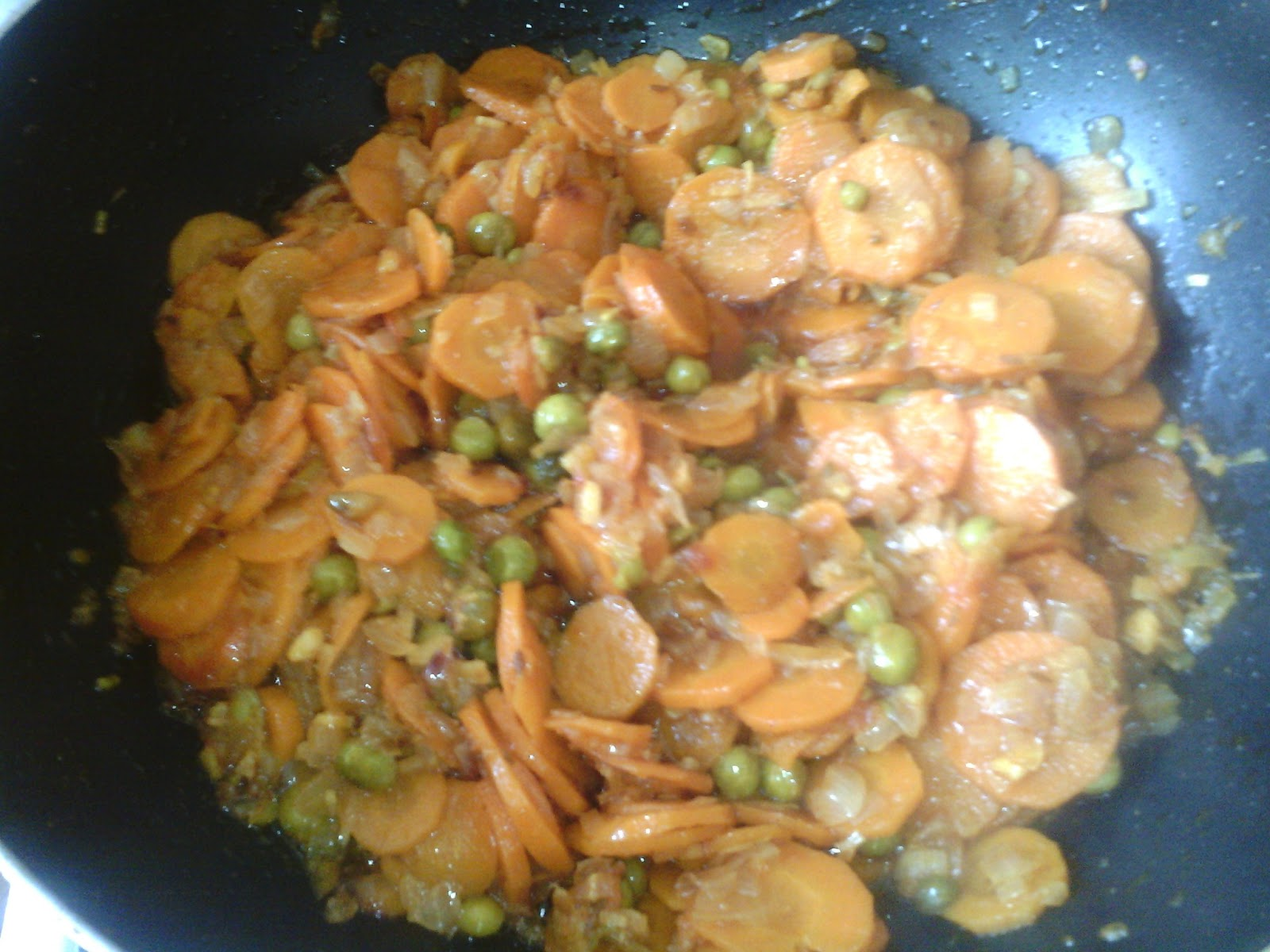 Gajer Matar Fry (carrots with green peas)
