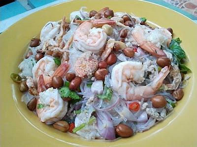 อาหารไทย ยำวุ้นเส้นกุ้งสด