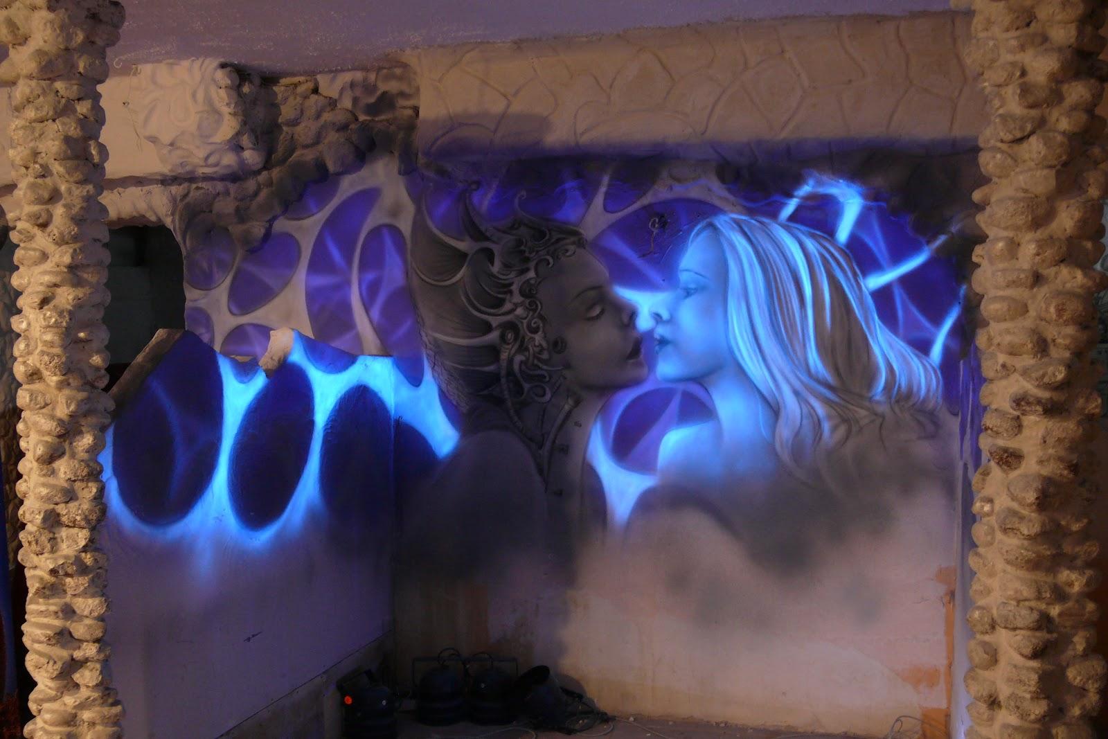 Mural luminescencyjny, świecenie ścian w ciemności, ciekawy sposób na zagospodarowanie ścian wklubie, black light mural