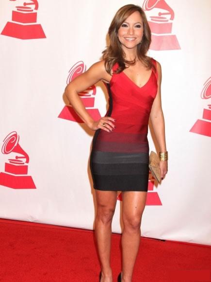 Sasha Pretto vestido tonos rojo y negro