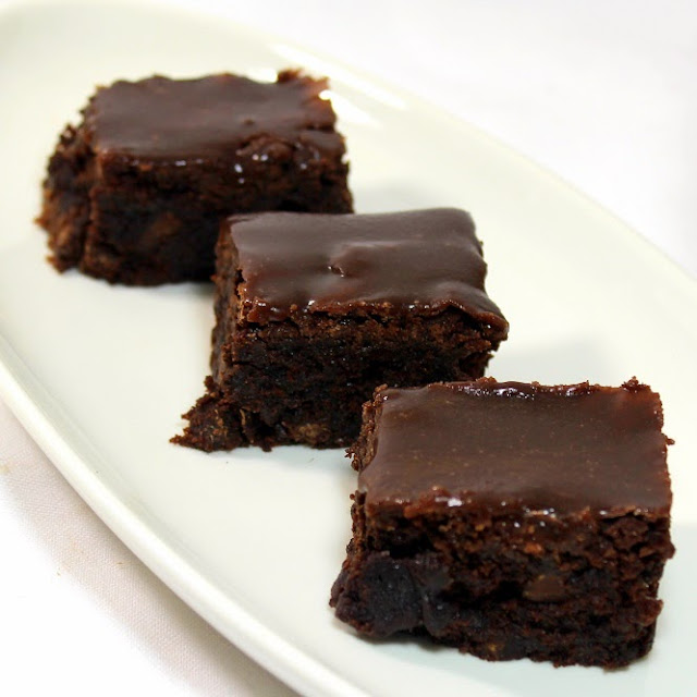 SUPER MOIST Fudgy TRIPLE Chocolate Brownies with Chocolate Fudge Glaze ...