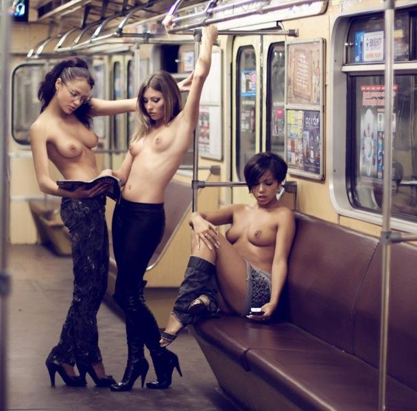 Голые девки прилюдно фото 55824 фотография