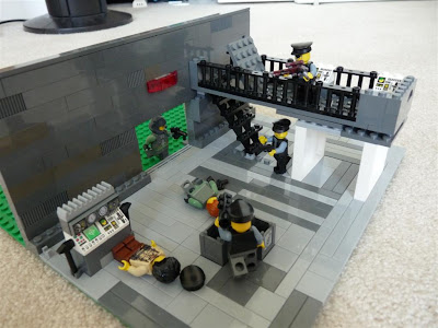 Lego - Halo: Attack the Warehouse