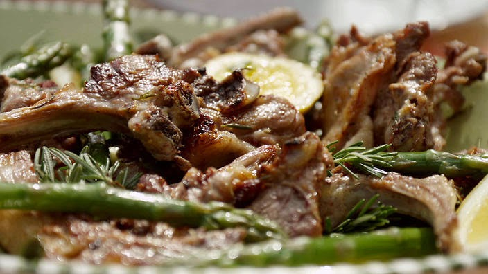 Grilled lamb chops with asparagus