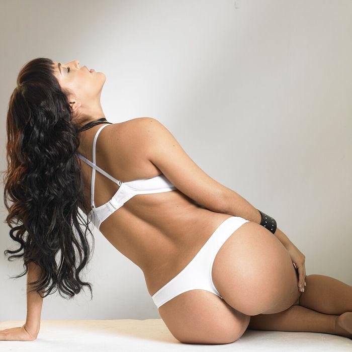 Es Una Actriz Modelo Bailarina Y Empresaria Colombiana