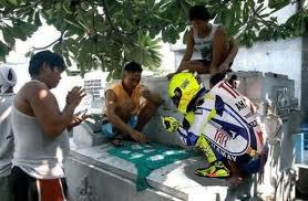 Valentino Rossi Main Kartu di Pos Ronda