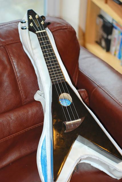 Mahalo Flying V ukulele