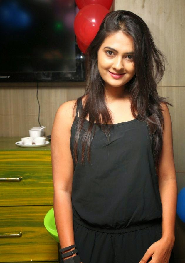 Neha Deshpande hot latest photos