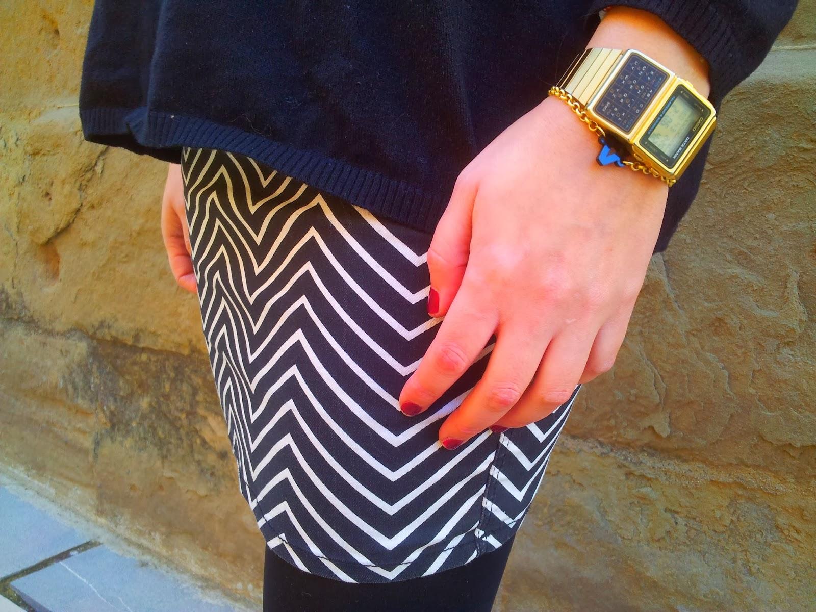 Falda bicolor blanco y negro de la nueva colección de H&M, muy combinable y cómoda. El must de la nueva temporada las sneakers de plataforma NO Name